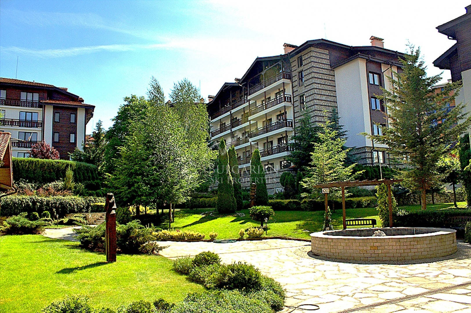 Winslow Infinity, Bansko: furnished two-bedroom apartment for sale