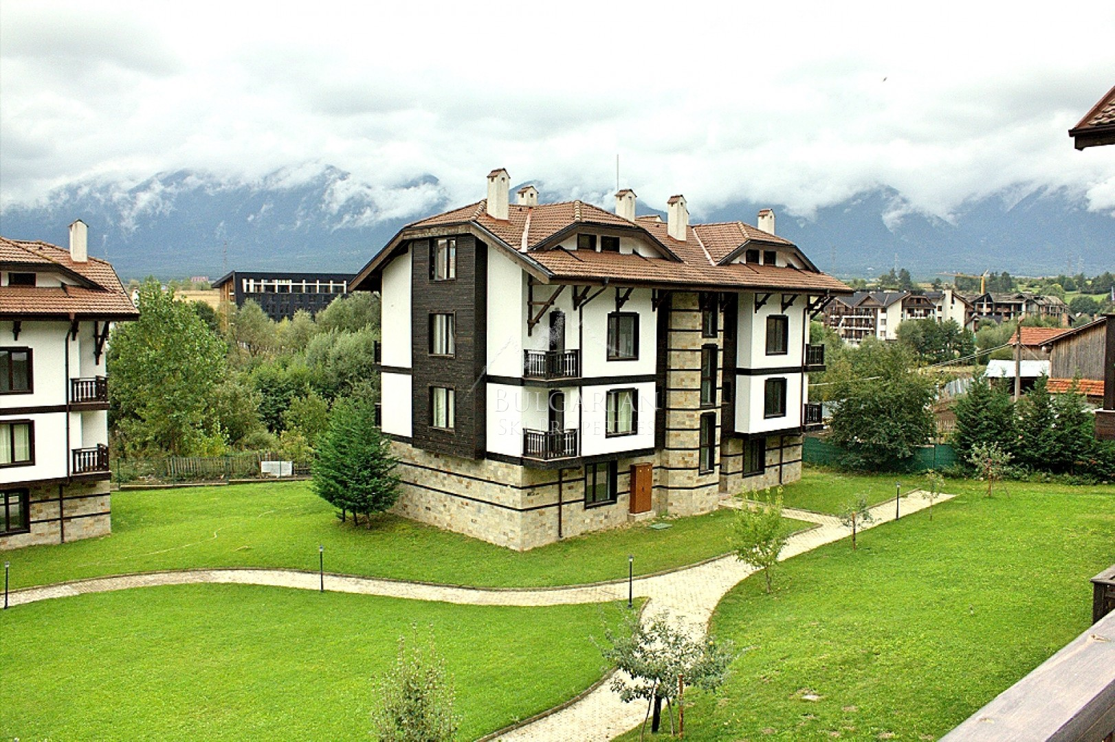 3 Mountains, Bansko: excellent furnished two-bedroom apartment for sale