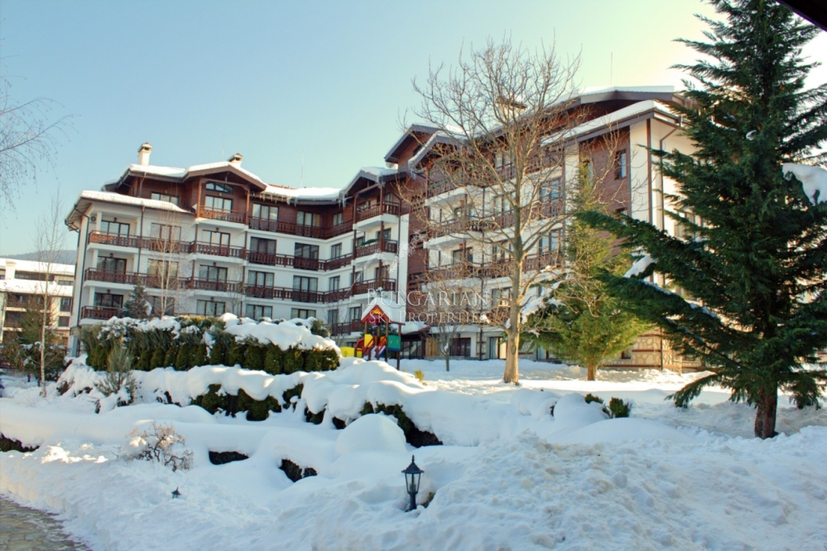 Bansko: furnished three bedroom apartment for sale in Winslow Infinity & SPA complex