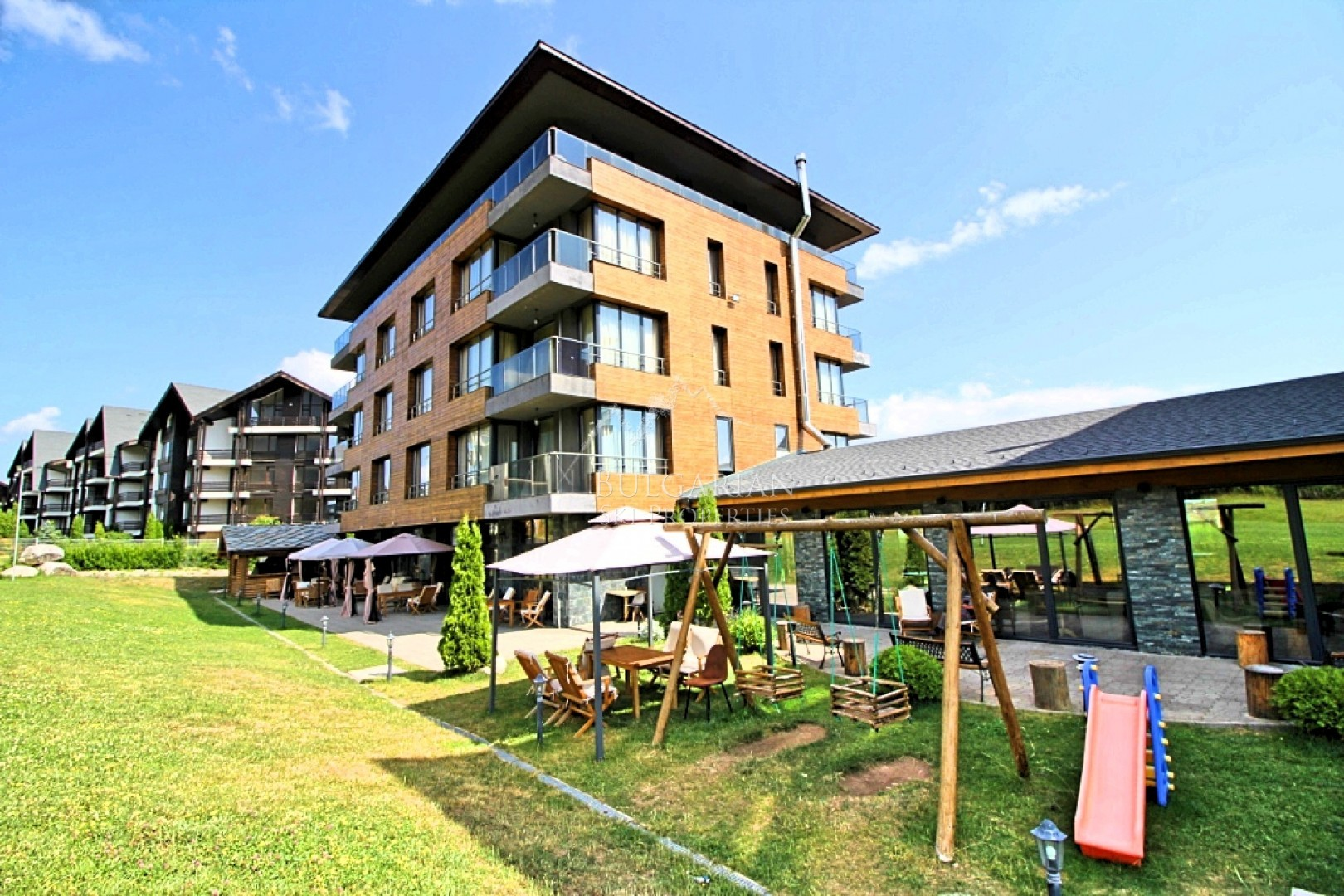 Bansko: furnished studio for sale at Cornelia Hotel