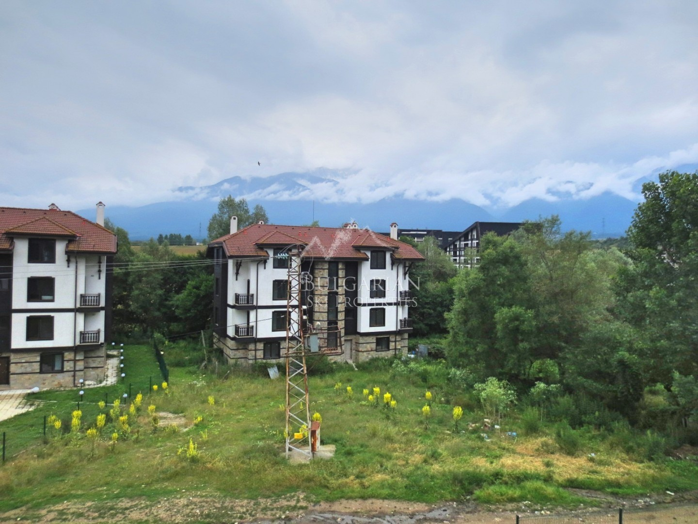 Bansko, 3 Mountains Complex: spacious one-bedroom apartment for sale