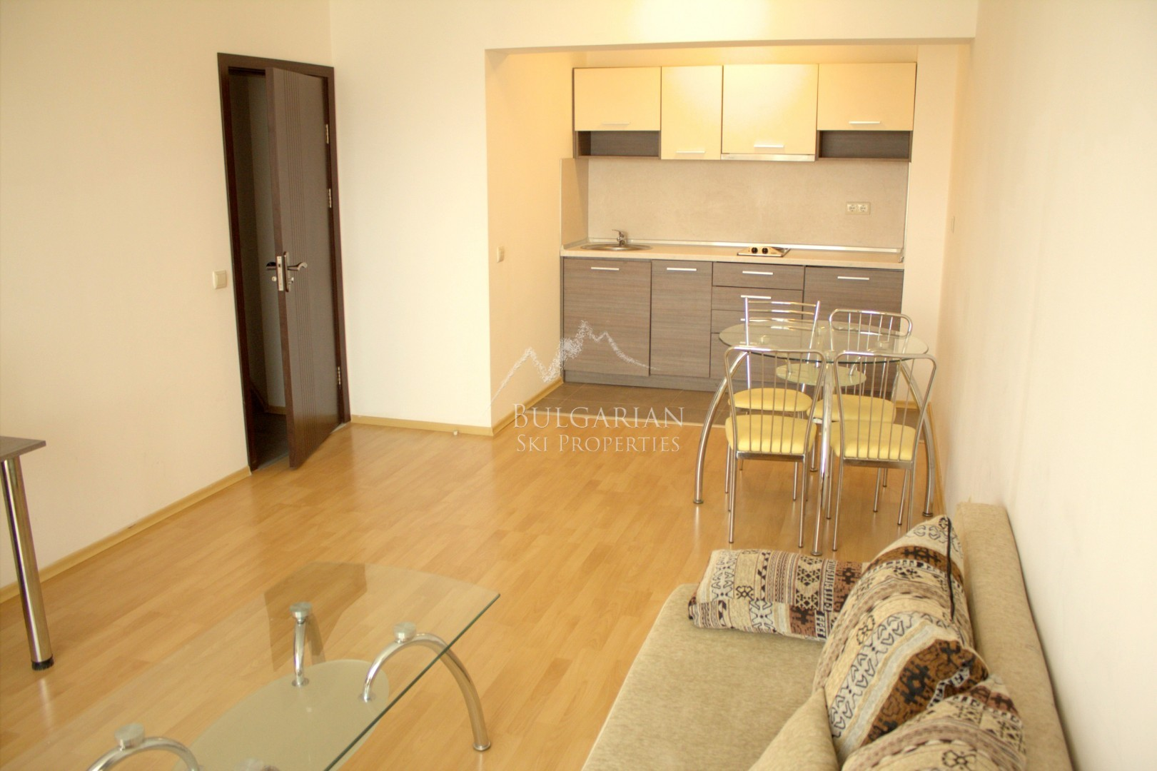 Mountain Paradise, Bansko: spacious apartment for sale next to  the Gondola