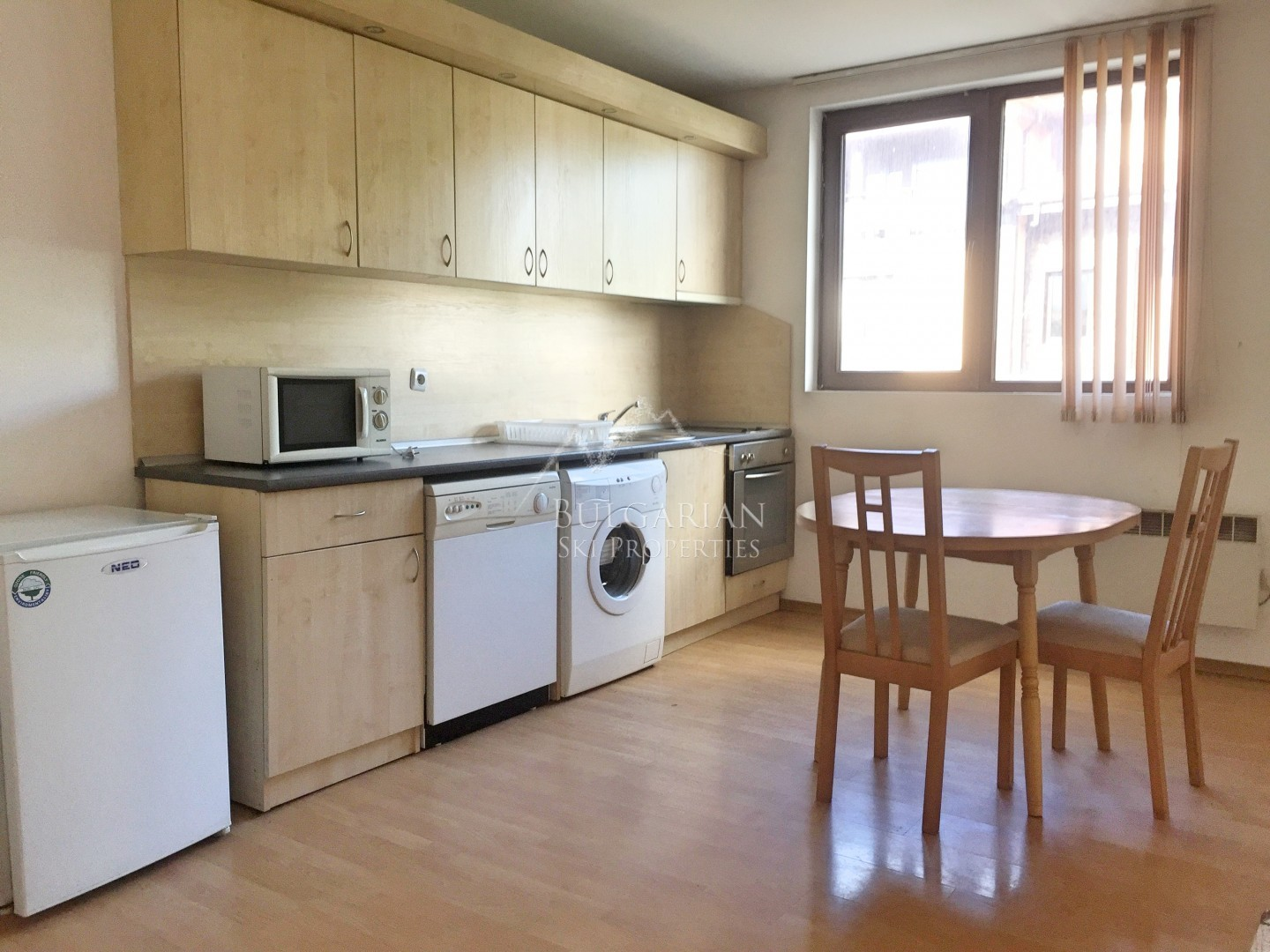 Bansko: spacious furnished two-bedroom apartment for sale