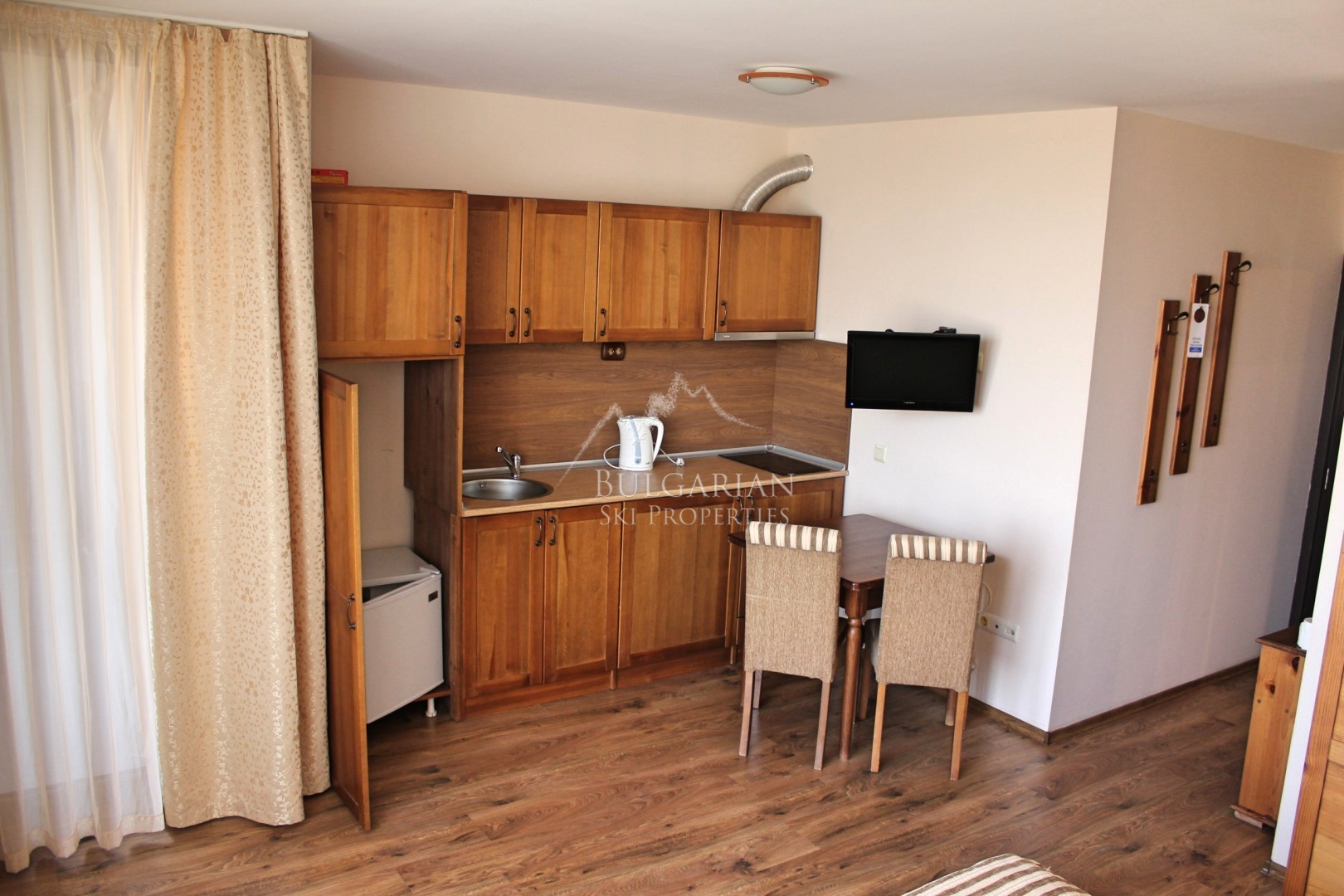 Cornelia Hotel, Bansko: stylishly furnished studio for sale