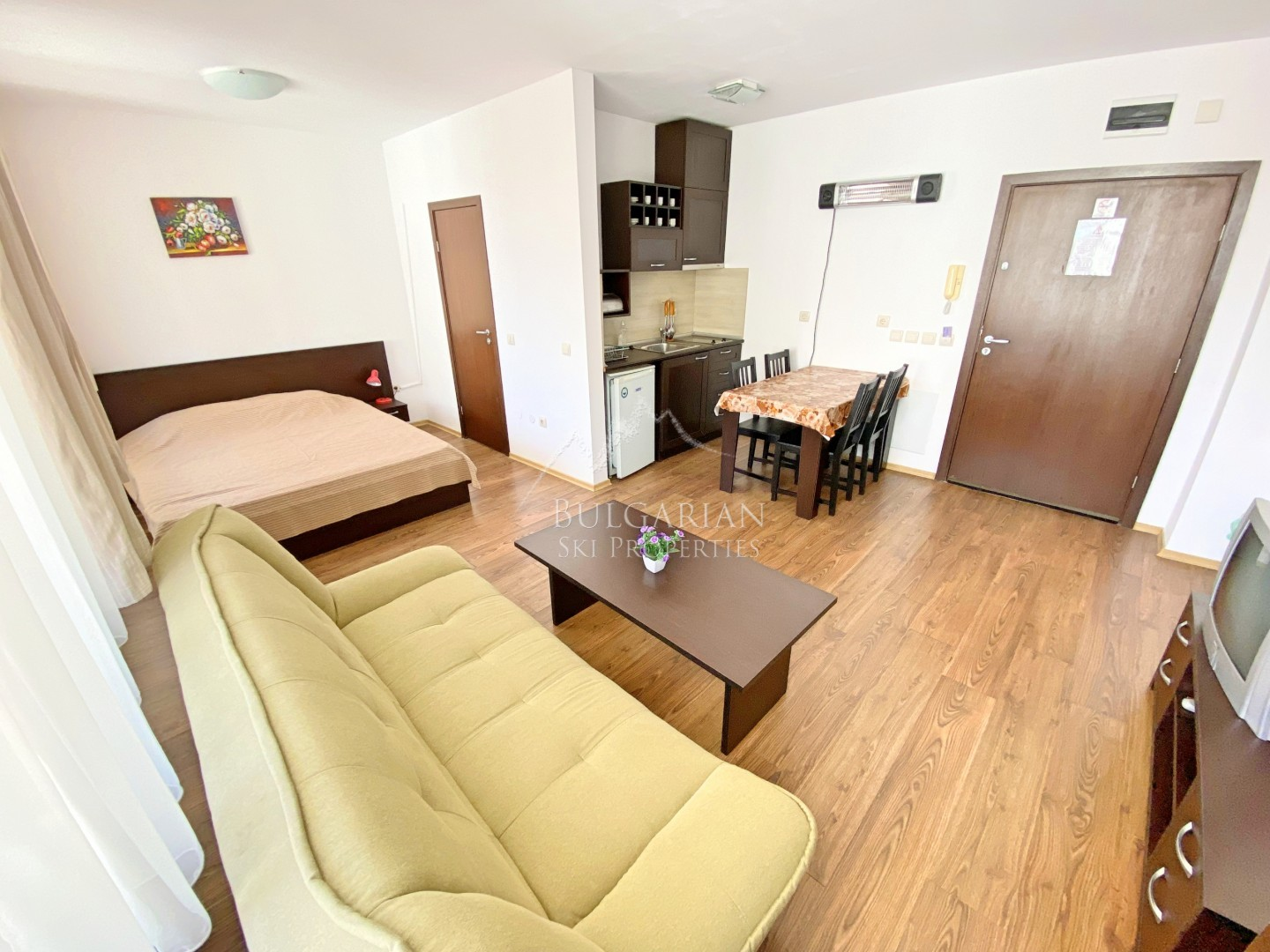 Bansko Royal Towers: furnished studio next to the Ski lift for sale
