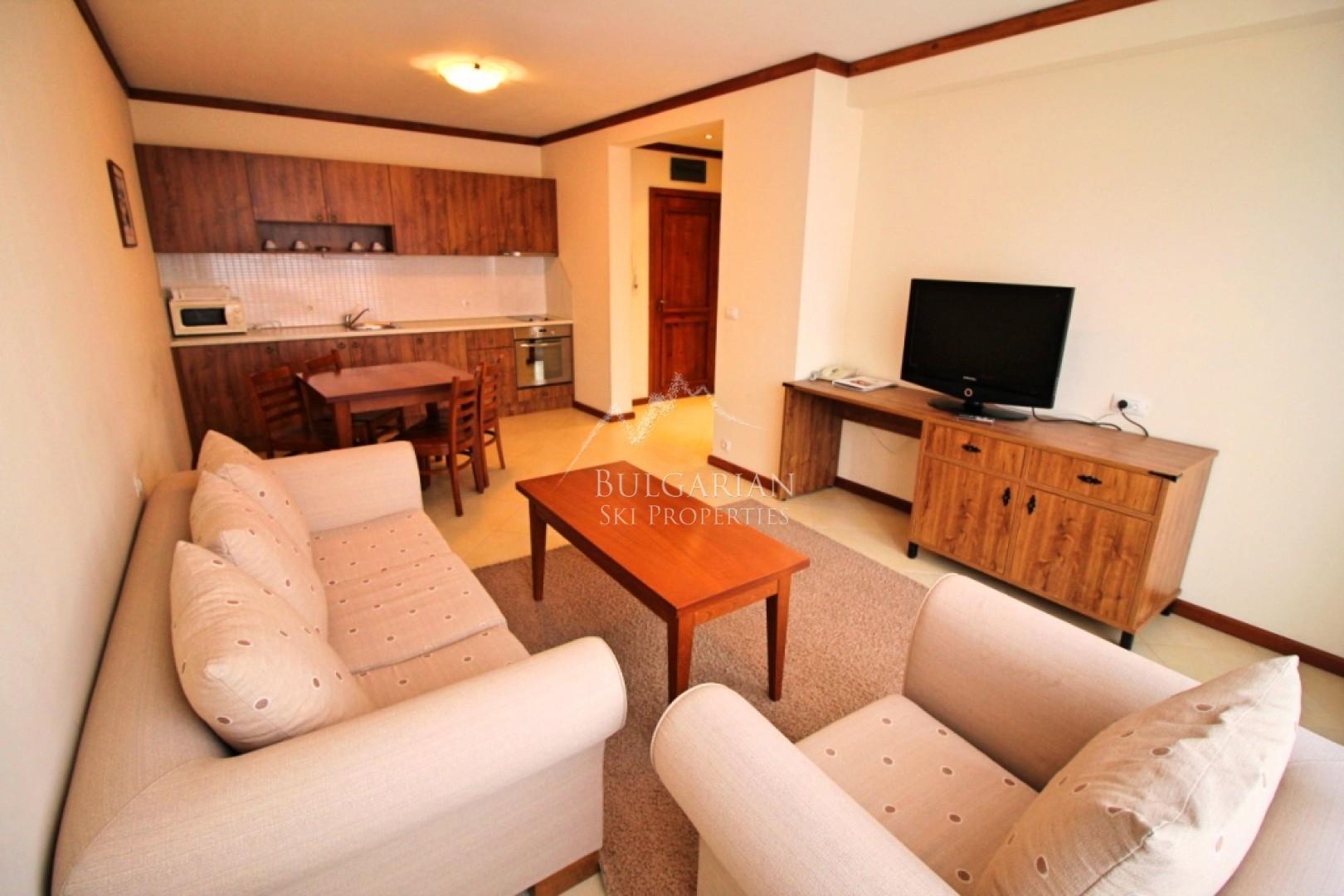 Банско: обзаведен двустаен апартамент за продажба в целогодишен комплекс Свети Иван Рилски