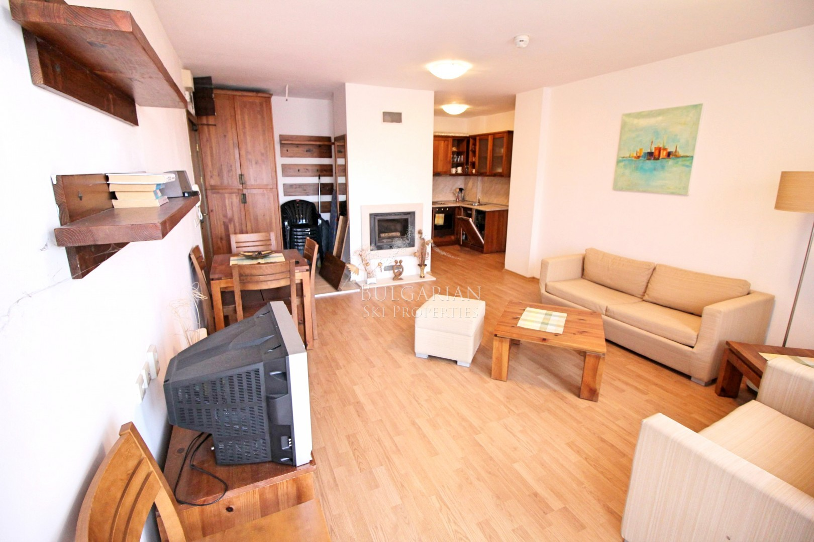 Сейнт Джон Хил, Банско: просторен двустаен апартамент за продажба