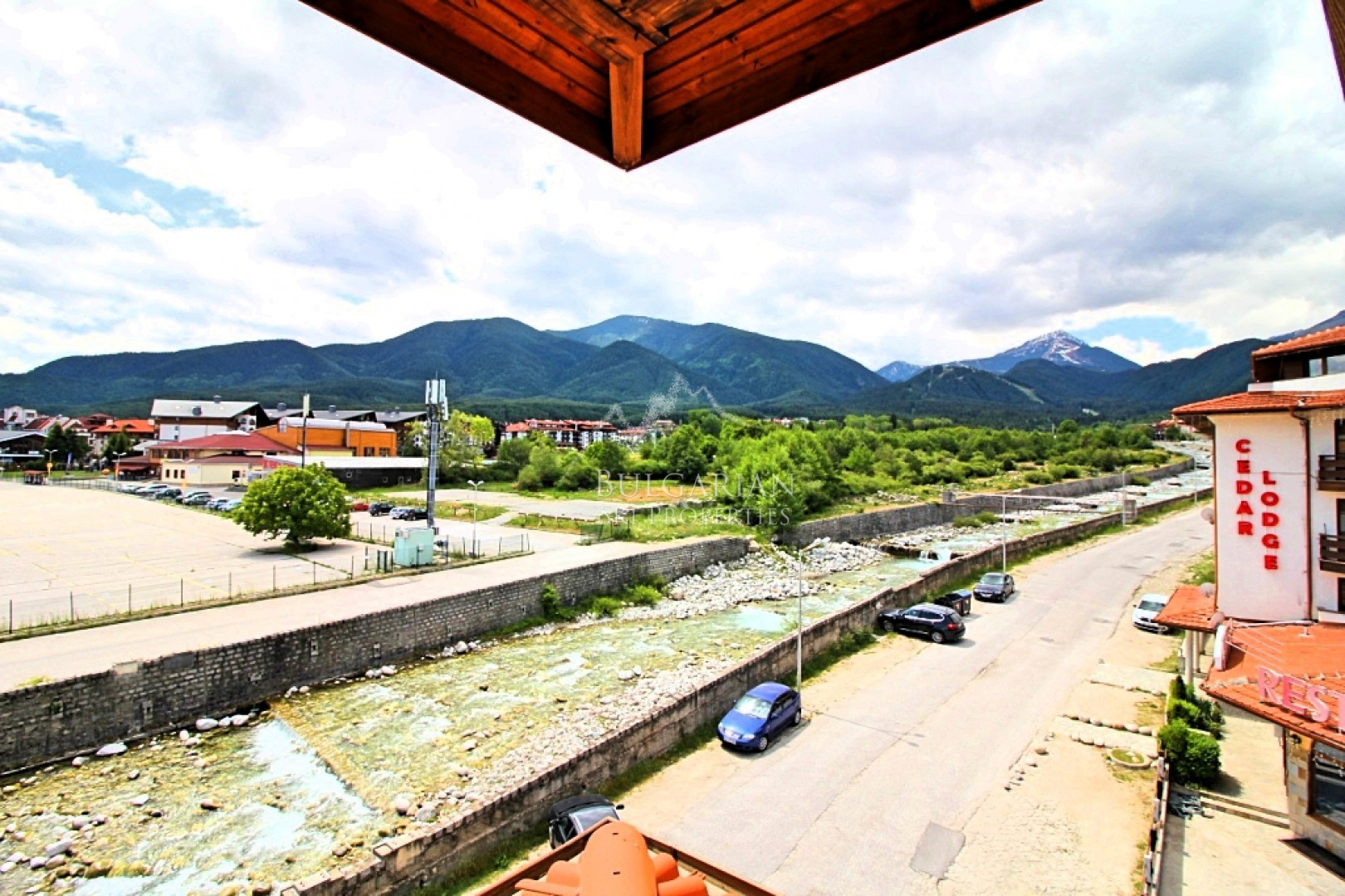 Bansko Royal Towers: furnished one-bedroom apartment next to gondola for sale