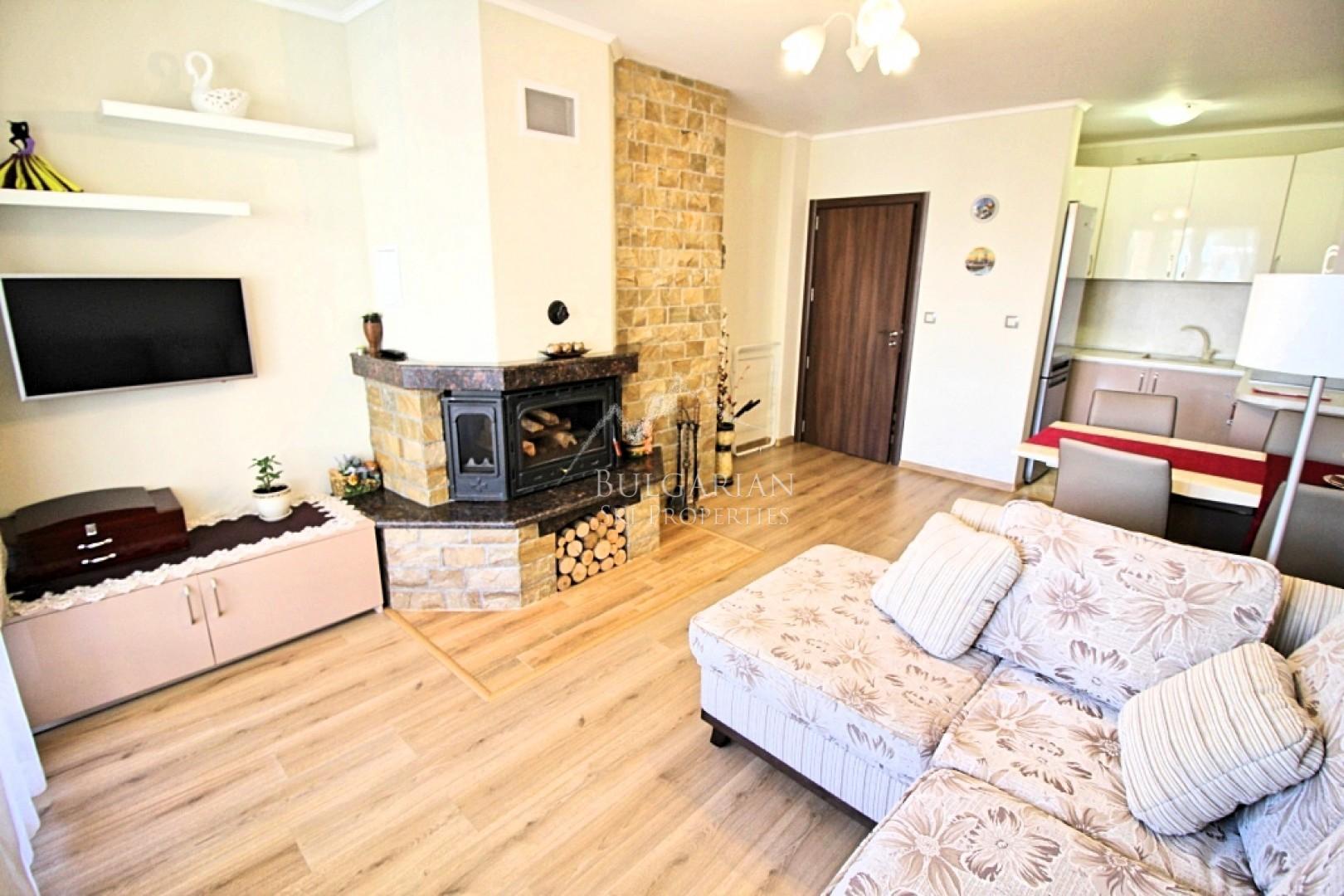 Стилно обзаведен тристаен апартамент с гараж за продажба в Банско