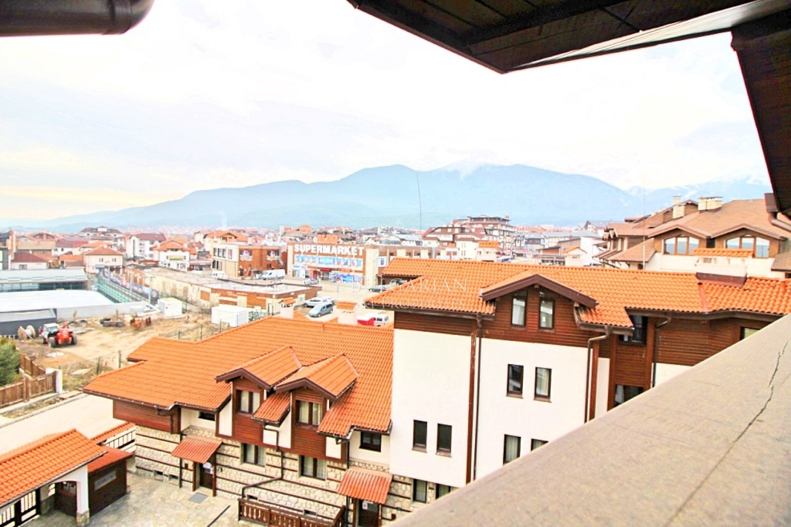 Bansko: furnished one-bedroom apartment with mountain views for sale near the ski lift