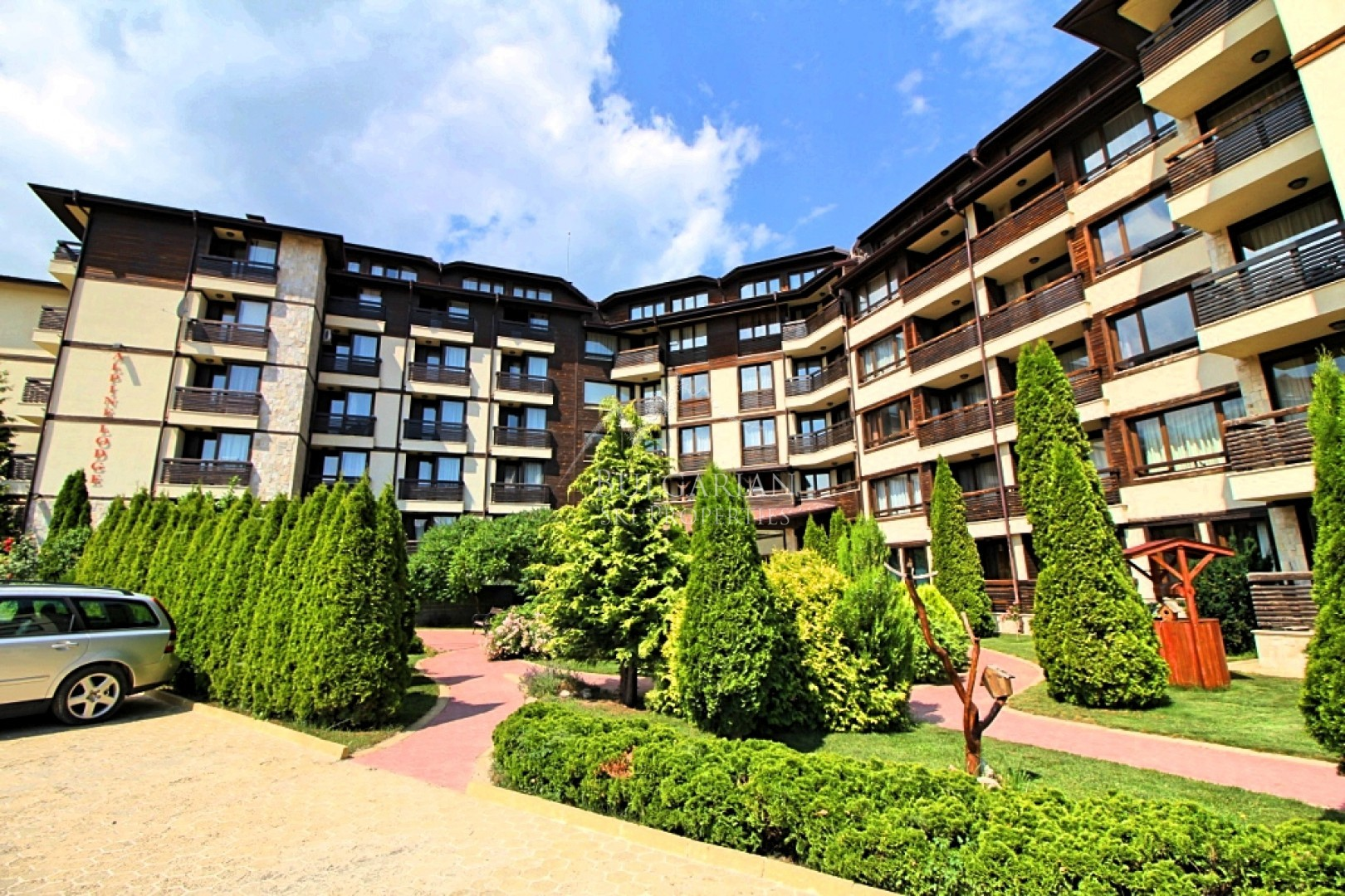 Bansko, Alpine Lodge complex: two-bedroom apartment with mountain views for sale