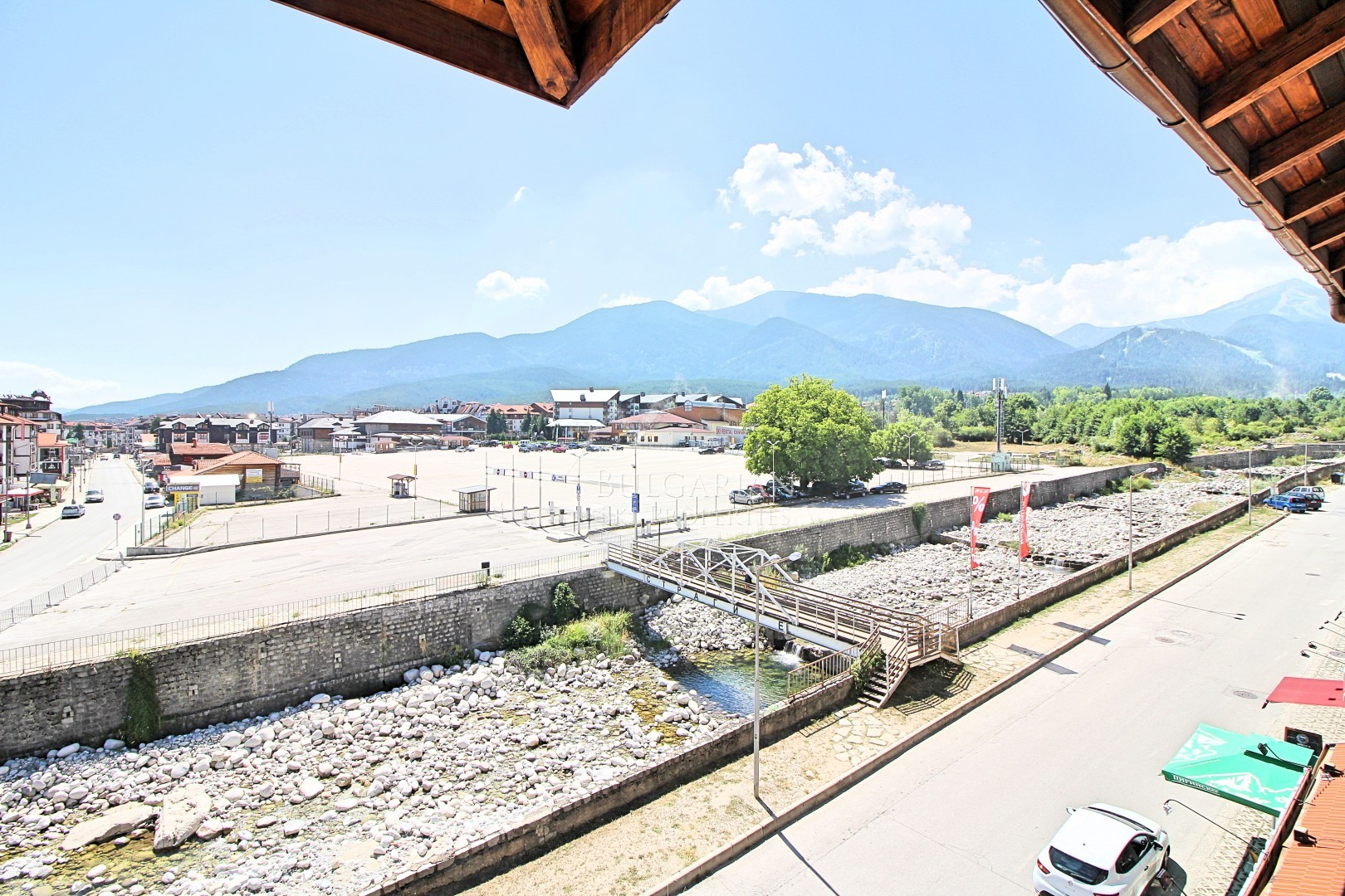 Bansko Royal Towers complex: spacious one-bedroom apartment for sale next to the ski lift