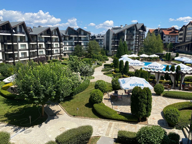 Банско, Аспен Голф: двустаен апартамент за продажба с гледка към басейна
