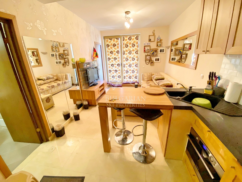 Сейнт Джон Парк, Банско: стилно обзаведен двустаен апартамент за продажба
