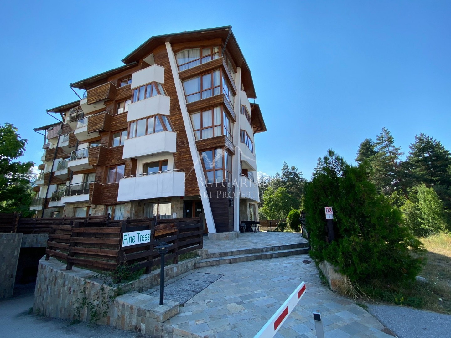 Pine Trees, Bansko: furnished one-bedroom apartment for sale