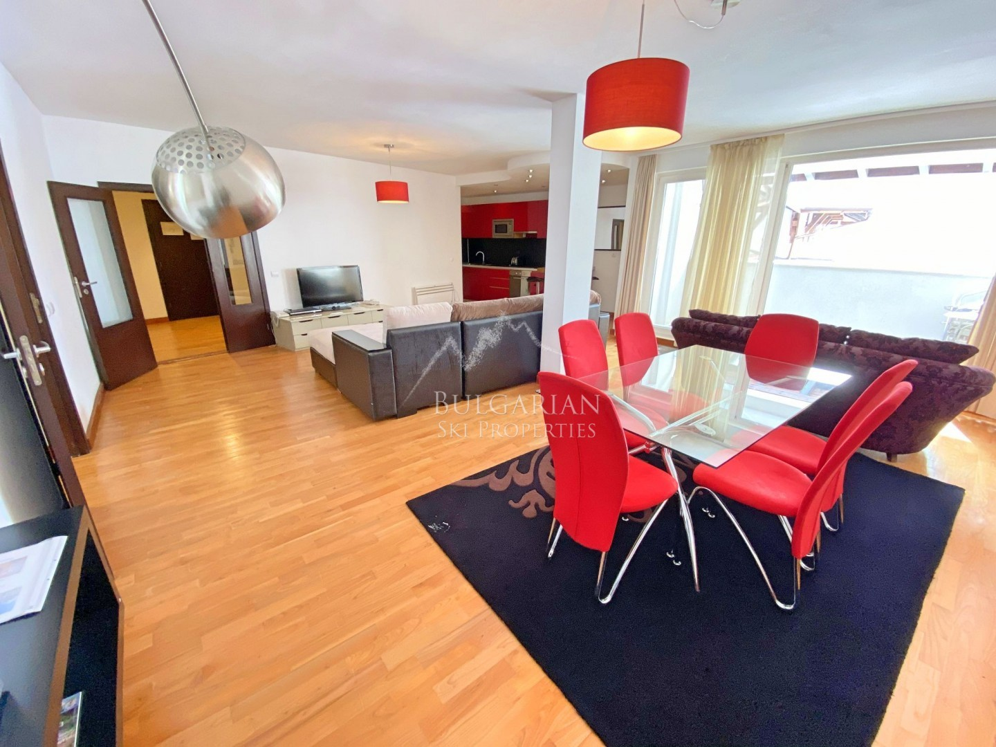 Bansko Royal Towers: spacious two-bedroom apartment with garage for sale