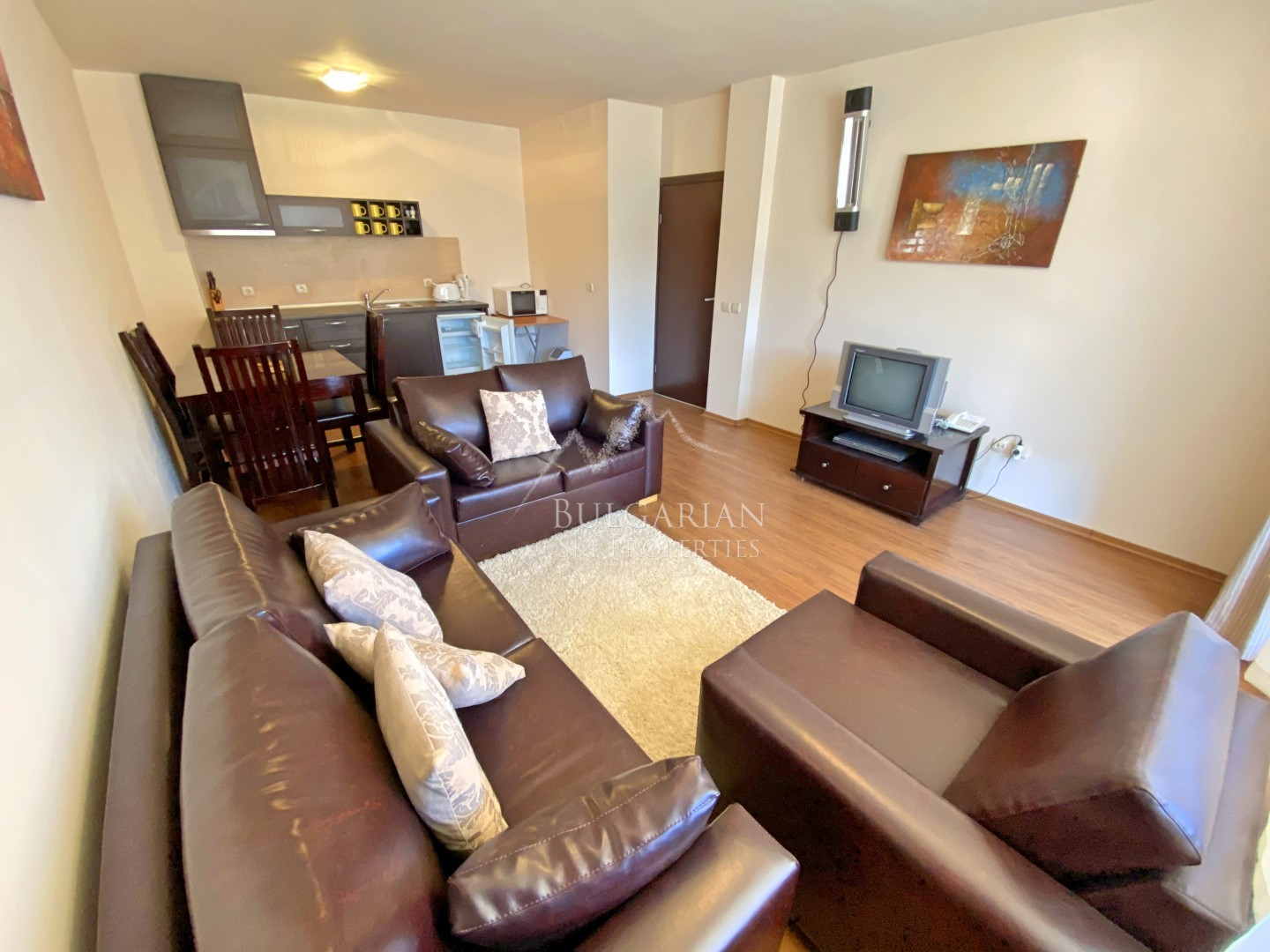 Bansko: sunny one-bedroom apartment for sale next to the ski lift