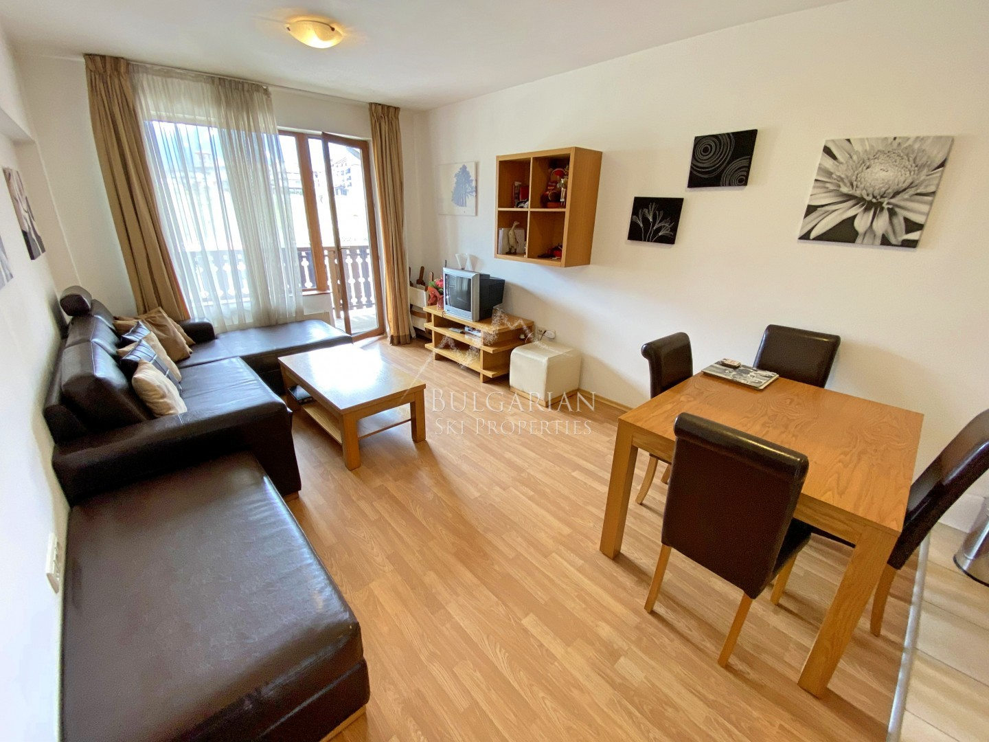 Top Lodge, Bansko: spacious one-bedroom apartment for sale next to the ski lift
