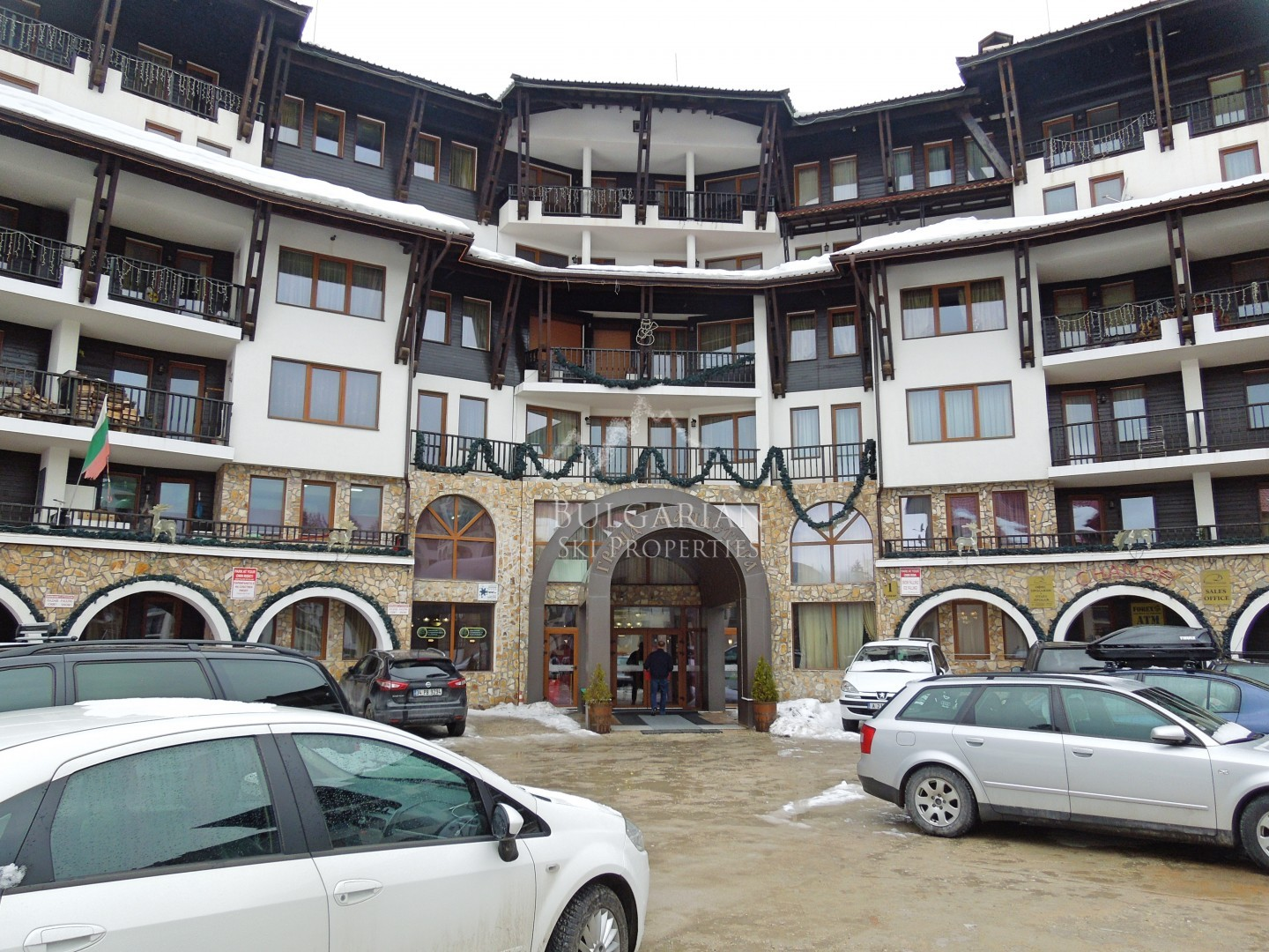 Grand Monastery, Pamporovo: furnished apartment for sale