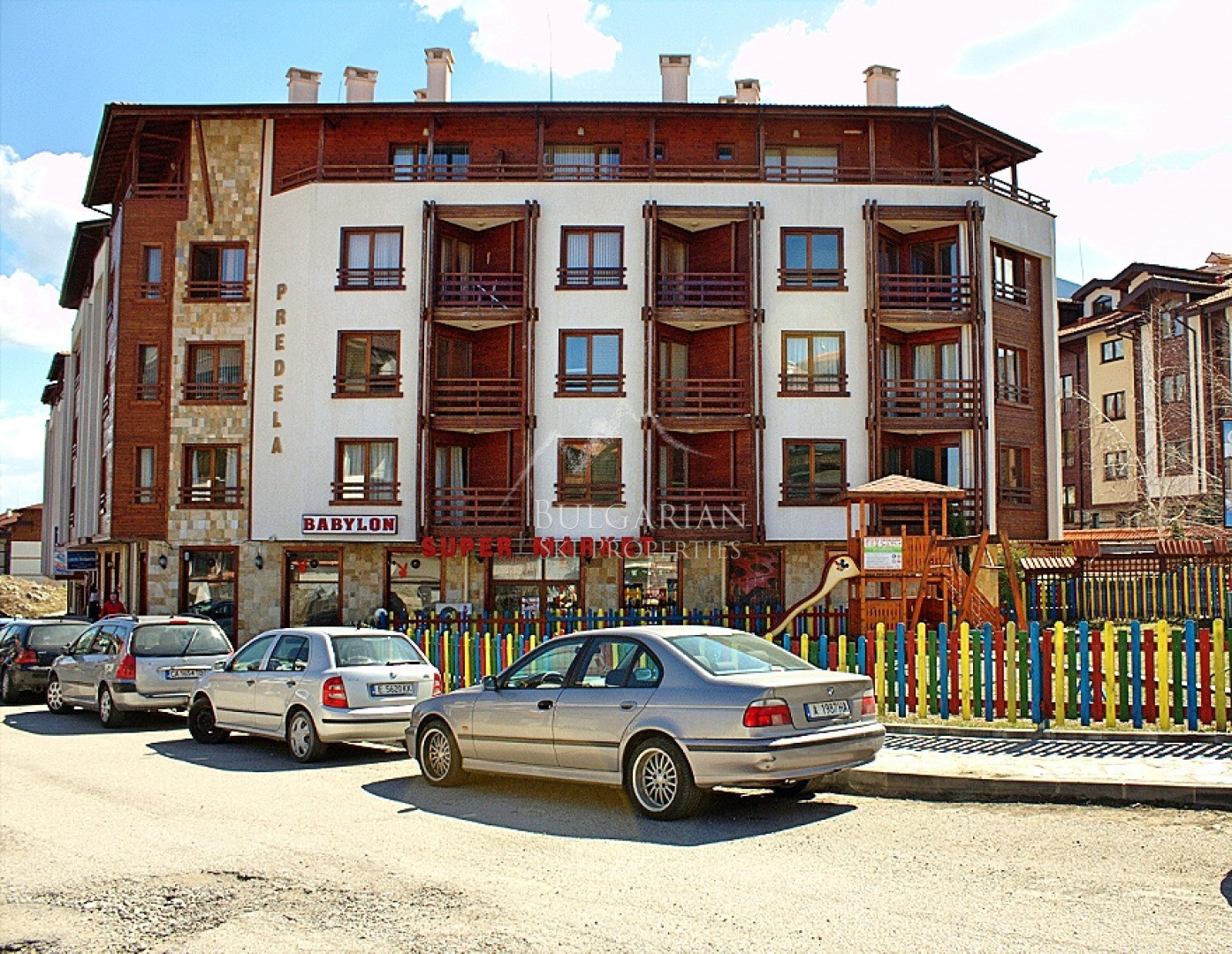 Predela 1: two-bedroom apartment for sale next to the Gondola in Bansko