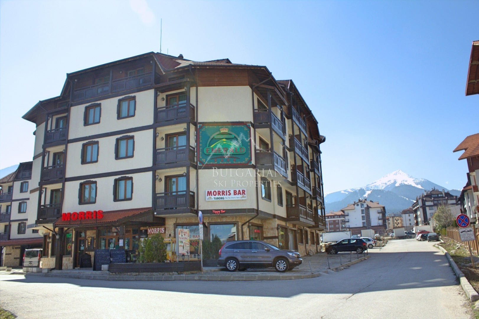 Bansko:  one bedroom apartment with mountain views for sale next to Ski lift