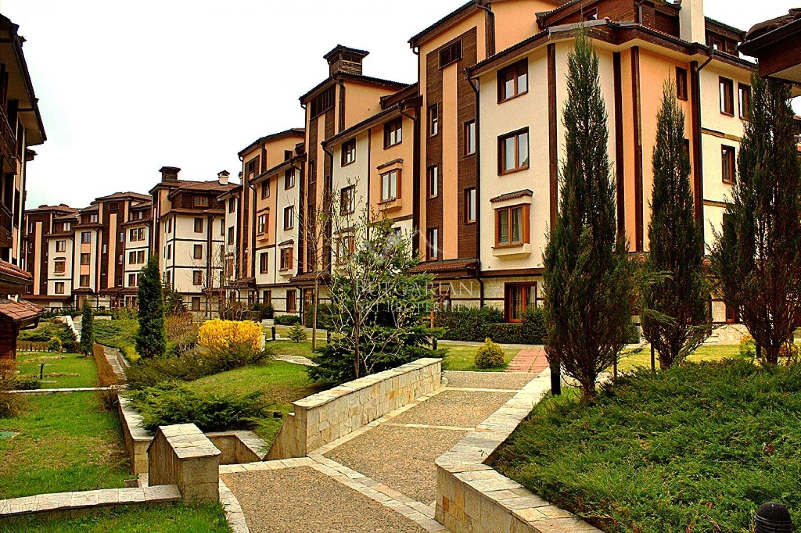 Downtown Ski & Spa: luxury two-bedroom apartment next to the Gondola in Bansko