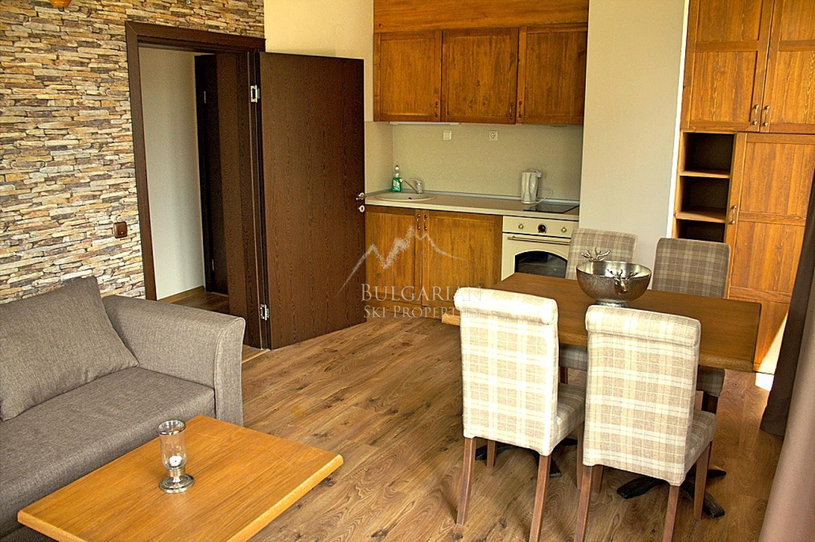 Банско: изискан тристаен апартамент за продажба в комплекс
